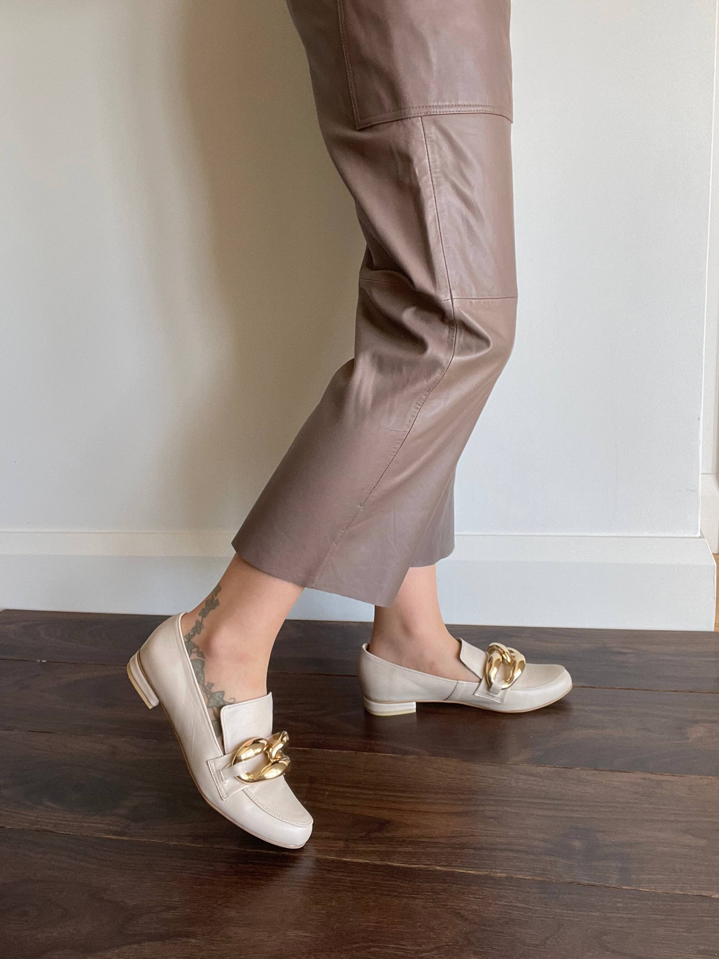 Adele loafer with oversized chain in beige