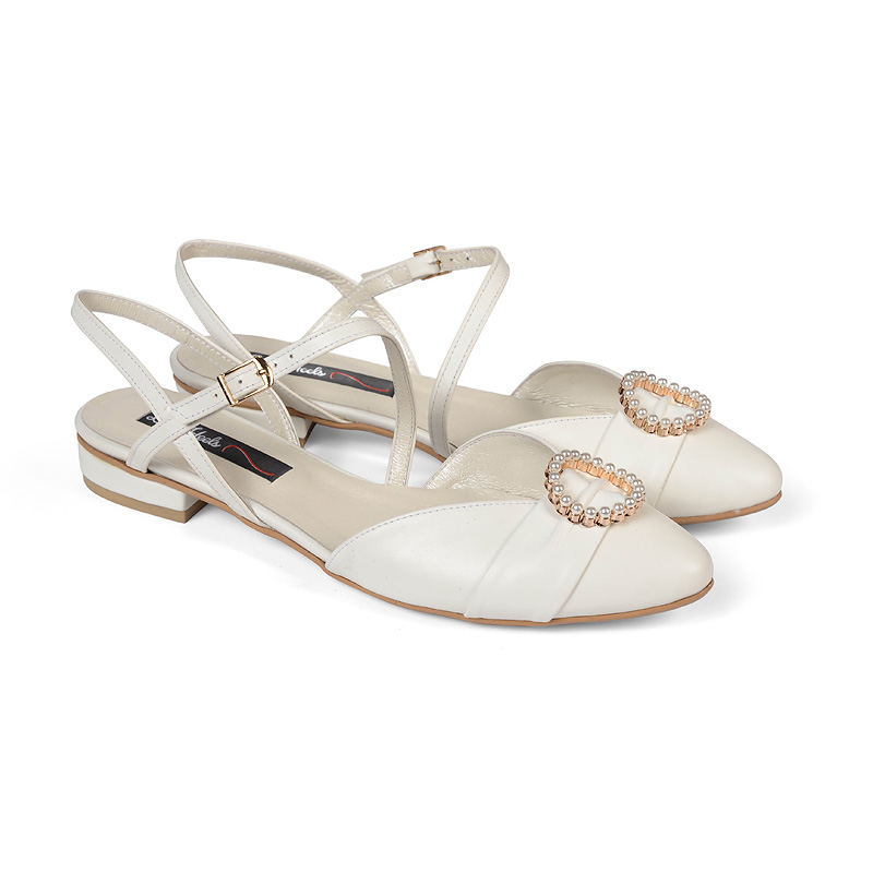 Annaya flats with pearl buckle